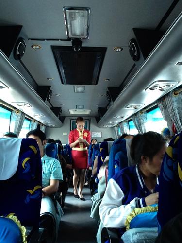 Bus-Chian-Mai-Azafata