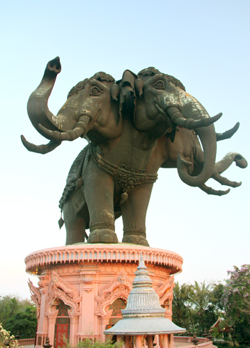 Erawan-Tri-headed-elefant