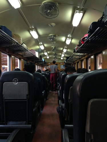 Train-to-Bangkok-pasillo